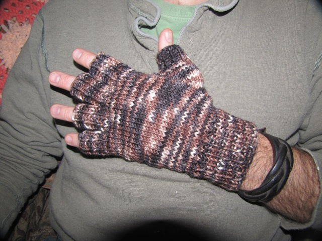 fingerless gloves back view