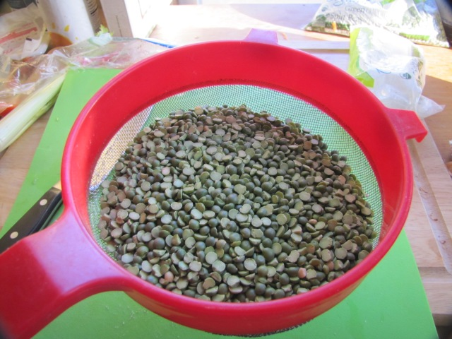 split peas in a mesh strainer