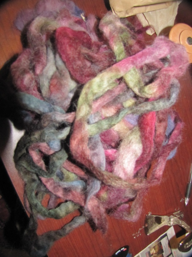 one color pile of roving pieces