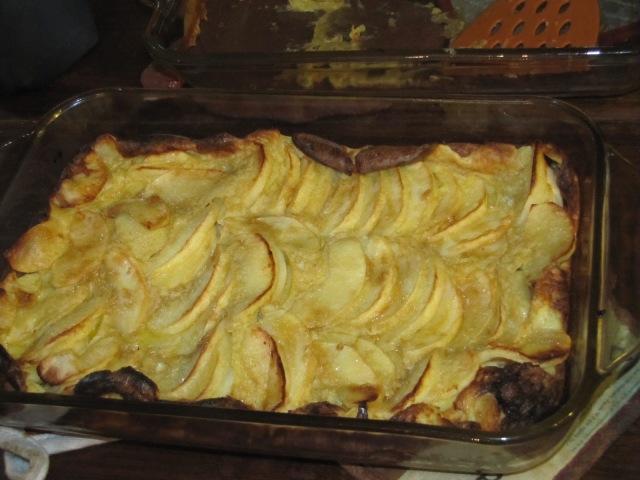 golden puffed apple pancake