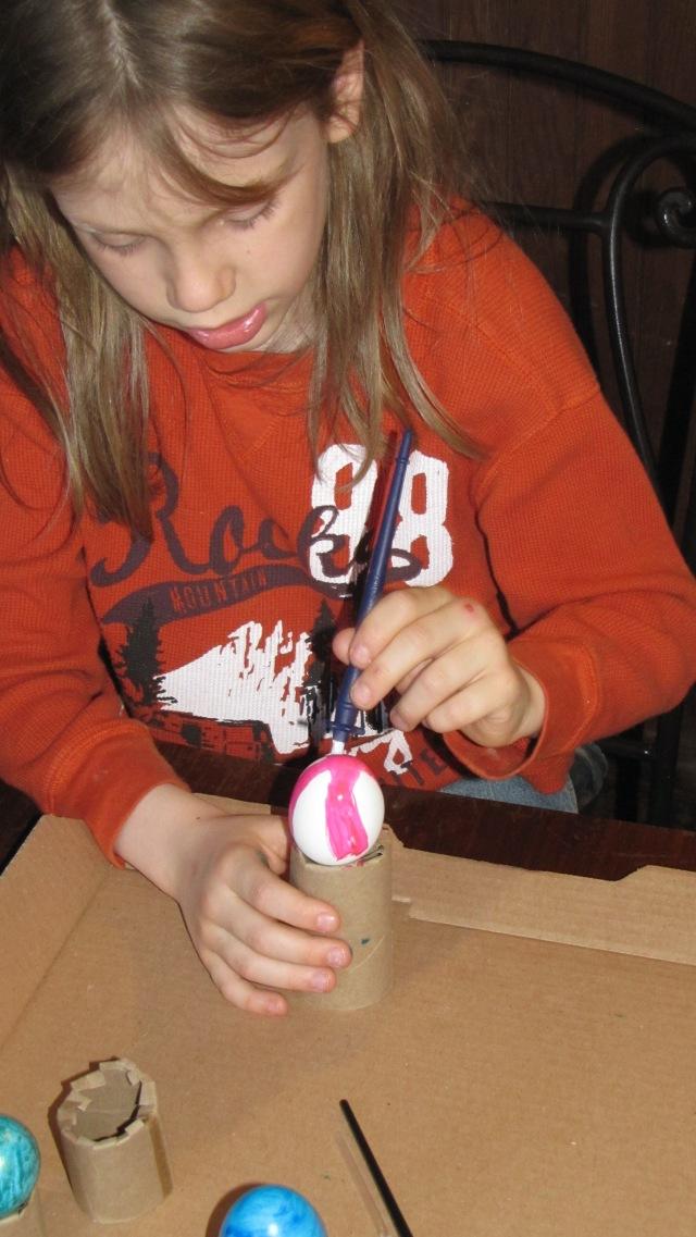 Vash painting eggs
