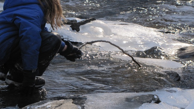 Vash moving ice in the creek